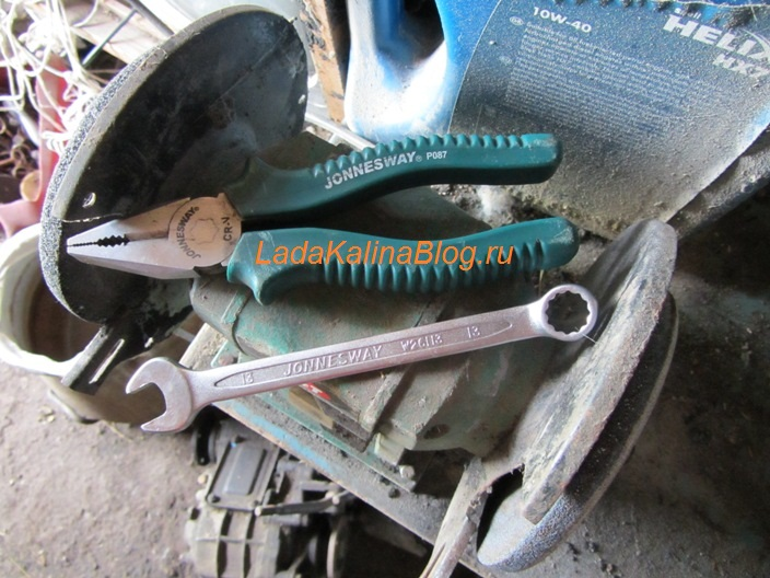 инструмент для устранения дребезжания рычага КПП на Калине