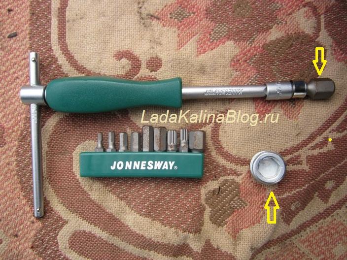 инструмент для замены масла в двигателе Лады Калины