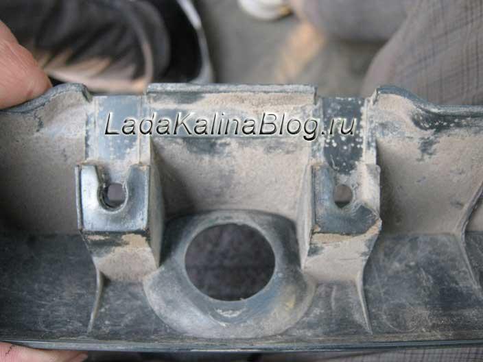 отверстия в накладке багажника Лада Калина