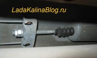 механизм регулировки ручного тормоза на Ладе Калине