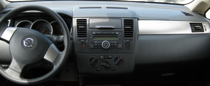 панель Nissan Tiida