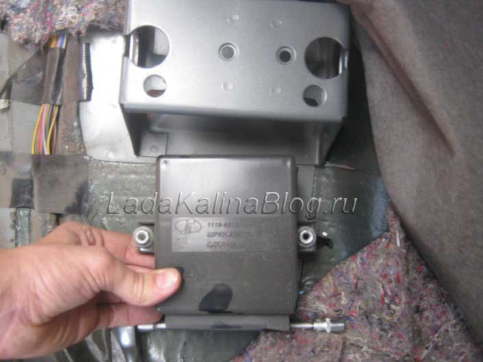 Снятие блока дистанционного управления сигнализации на Калине