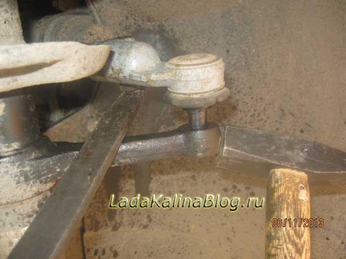 как выбить рулевой наконечник на Ладе Калине