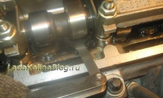 измерение зазора клапанов на Калине