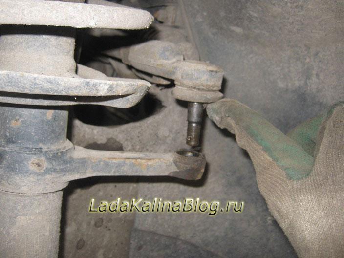 снять рулевой наконечник на Калине из поворотного рычага