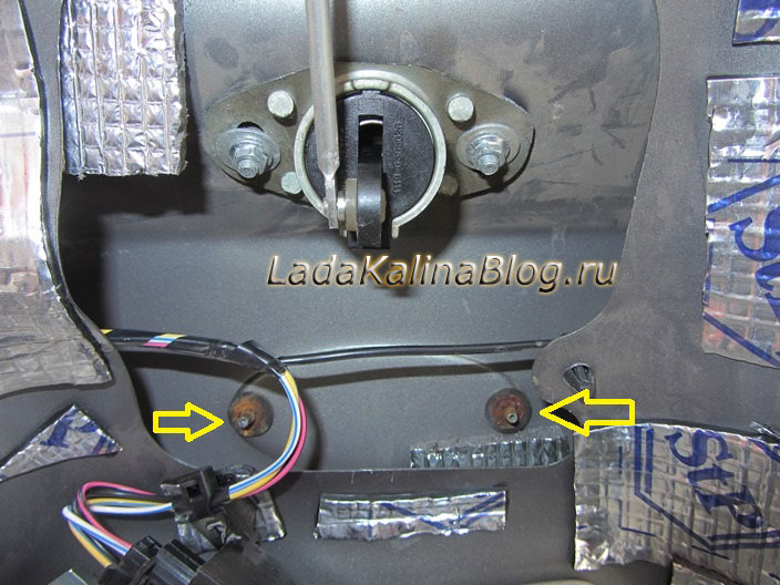 место крепления эмблемы багажника на Калине