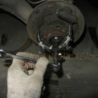 съемник для снятия ступицы заднего колеса на Ладе Калине