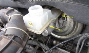 Замена бачка тормозной жидкости