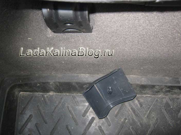 пластиковая накладка заднего сиденья Калины