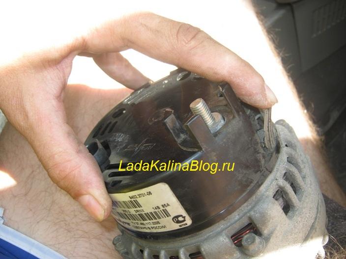снимаем крышку генератора на Калине